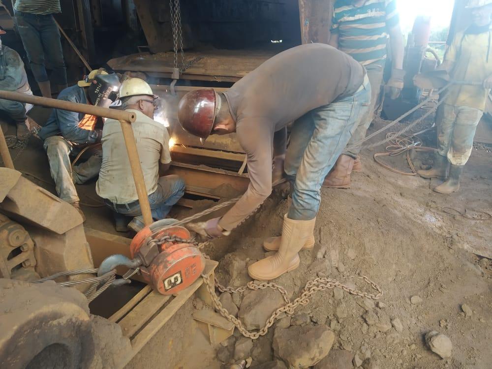 Trabajadores de la Gerencia de Procesamiento de Mineral de Hierro (PMH)