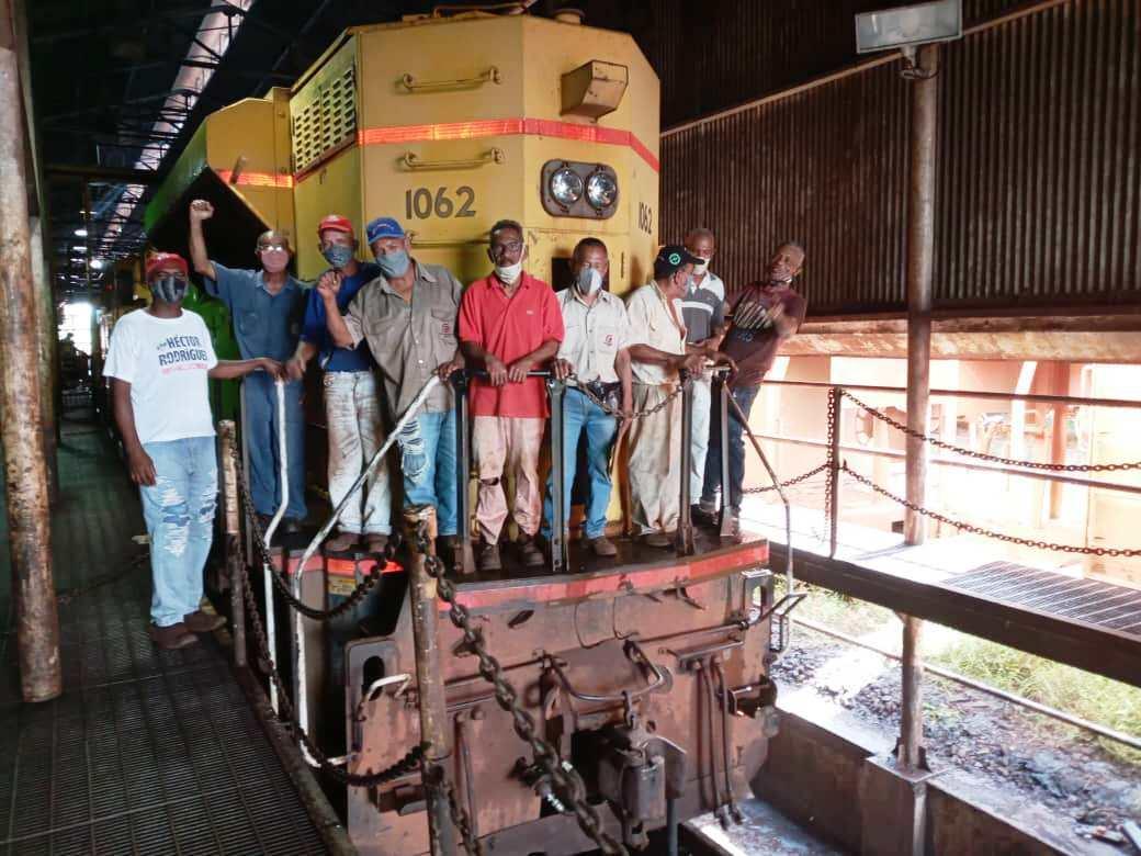 Jubilados partícipes en rehabilitación de la locomotora 1062